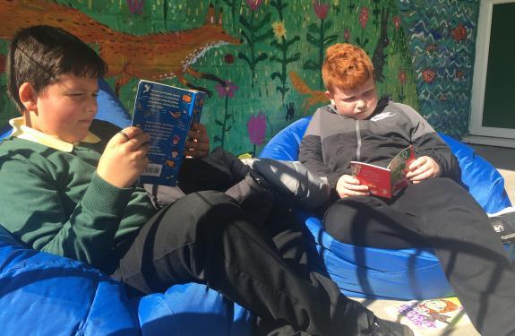 Knightsridge pupils reading outside