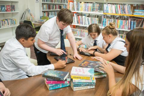 Pupils using Bookzilla